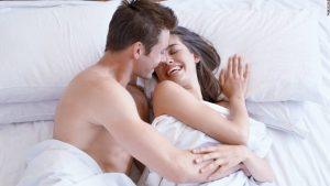 Penetrando vaginal o analmente a la mujer antes de que esté lista
